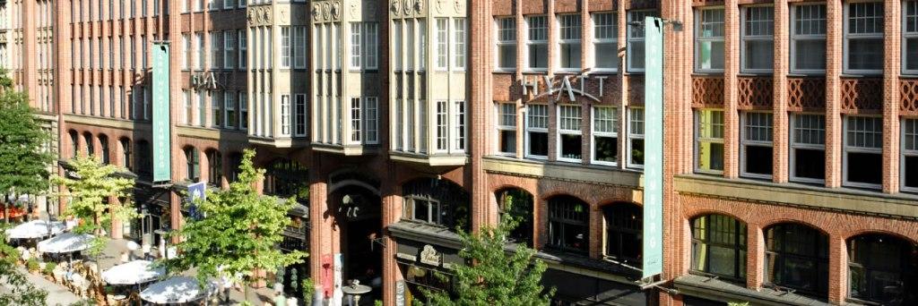 Park-Hyatt-Hamburg-Exterior-Street
