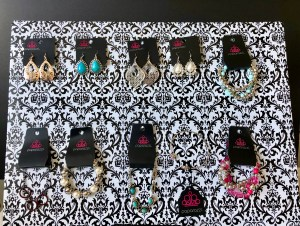 DIY cute and cheap Paparazzi jewelry display for shows.