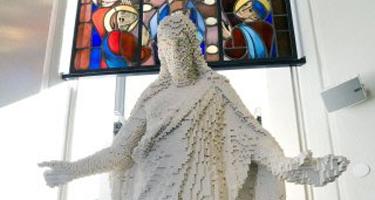 lego_jesus_statue