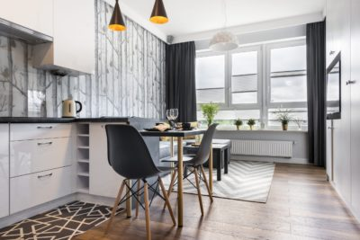 Petite chambre moderne avec cuisine
