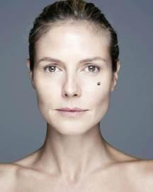 En 2012 Heidi Klum apoyó una causa benéfica en una campaña en la que posó sin maquillaje, pero en vez de recibir halagos fue altamente criticada.