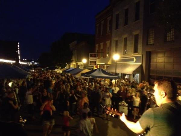 More than 1,000 gathered at Centre Market to hear the Tim Ullom Band perform at the inaugural Wing Fest.
