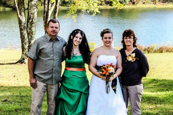 On the day of her sister Kelly's wedding, Blon swiped her sister's jewelry and pawned it.