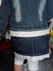 Een nieuw randje onderaan de jeanskleding en het is weer als nieuw. Gemaakt door Miriam