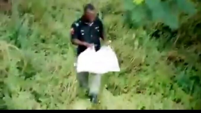 Hungry Policeman Caught On Camera Running Away With Looted COVID-19 Palliative (VIDEO)
