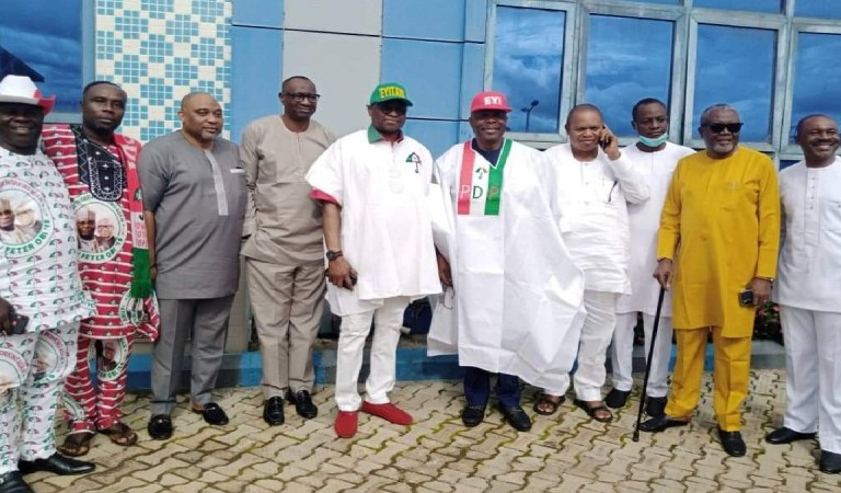 Ondo 2020: Political Thug Removes Fayose's Cap At The PDP Rally