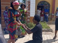 Calabar Man Finally Proposes To His Girlfriend After Running Away From It So Many Times (See Photos Too)