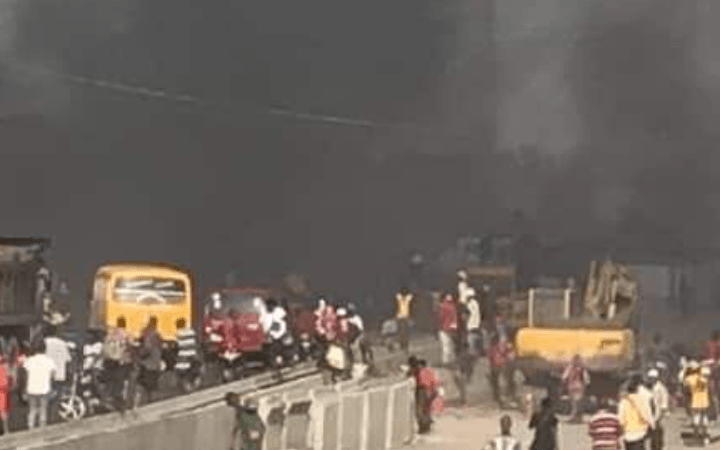 HAPPENING NOW!! Lagos Currently On Fire As Hausa and Yoruba Youths Engaged In Bloody Fight