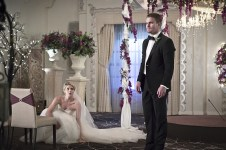 """Arrow -- """"Broken Hearts"""" -- Image AR416a_0090b.jpg -- Pictured (L-R): Emily Bett Rickards as Felicity Smoak and Stephen Amell as Oliver Queen -- Photo: Katie Yu/The CW -- © 2016 The CW Network, LLC. All Rights Reserved."""