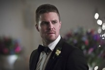 """Arrow -- """"Broken Hearts"""" -- Image AR416a_0288b.jpg -- Pictured: Stephen Amell as Oliver Queen -- Photo: Katie Yu/The CW -- © 2016 The CW Network, LLC. All Rights Reserved."""