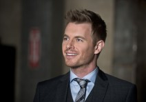 """The Flash -- """"Flash Back"""" -- Image: FLA217a_0119b.jpg -- Pictured: Rick Cosnett as Detective Eddie Thawne -- Photo: Diyah Pera/The CW -- © 2016 The CW Network, LLC. All rights reserved."""