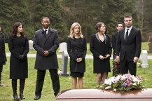 """Arrow -- """"Canary Cry"""" -- Image AR419b_0132b.jpg -- Pictured (L-R): Katrina Law as Nyssa al Ghul, David Ramsey as John Diggle, Emily Bett Rickards as Felicity Smoak, Willa Holland as Thea Queen and Stephen Amell as Oliver Queen -- Photo: Diyah Pera/The CW -- © 2016 The CW Network, LLC. All Rights Reserved."""