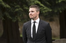 """Arrow -- """"Canary Cry"""" -- Image AR419b_0154b.jpg -- Pictured: Stephen Amell as Oliver Queen -- Photo: Diyah Pera/The CW -- © 2016 The CW Network, LLC. All Rights Reserved."""