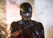 """DC's Legends of Tomorrow -- """"Last Refuge""""-- Image LGN112b_0537b.jpg -- Pictured: Brandon Routh as Ray Palmer/Atom -- Photo: Dean Buscher/The CW -- © 2016 The CW Network, LLC. All Rights Reserved."""