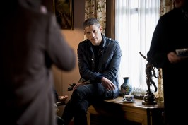 """DC's Legends of Tomorrow -- """"Last Refuge""""-- Image LGN112a_0140b.jpg -- Pictured: Wentworth Miller as Leonard Snart/Captain Cold -- Photo: Dean Buscher/The CW -- © 2016 The CW Network, LLC. All Rights Reserved."""