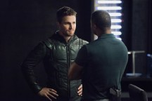 """Arrow -- """"Human Target"""" -- Image AR505a_0014.jpg -- Pictured (L-R): Stephen Amell as Oliver Queen/The Green Arrow and David Ramsey as John Diggle -- Photo: Dean Buscher/The CW -- © 2016 The CW Network, LLC. All Rights Reserved."""