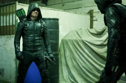 """Arrow -- """"Who Are You?"""" -- Image AR510b_0071b.jpg -- Pictured: Stephen Amell as Green Arrow -- Photo: Bettina Strauss/The CW -- © 2016 The CW Network, LLC. All Rights Reserved."""