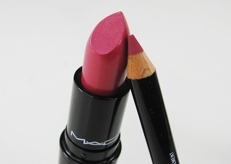 MACprimpedlip5 MAC Fabulousness: Primped Out Lip Look Bag in Luxurious Pink – review, photos & swatches