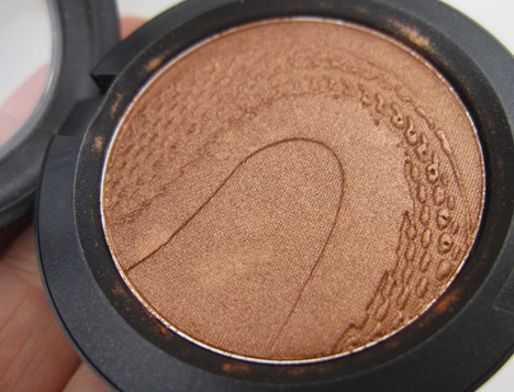 MACsnake5 MAC Year of the Snake Eye Shadows and Beauty Powder   review, photos & swatches