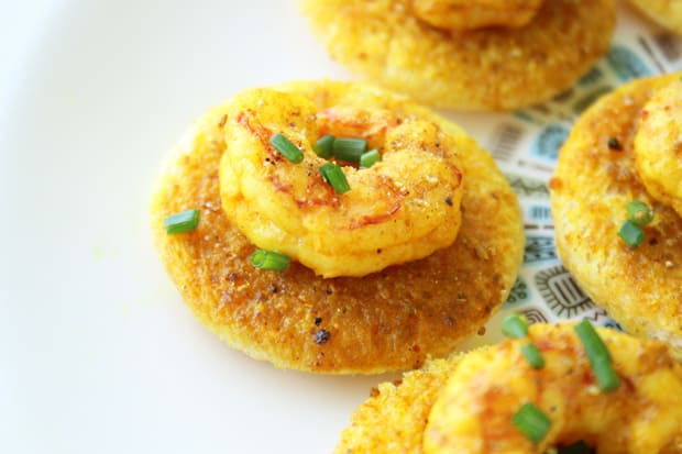 mad men shrimp curry butter canapes recipe 7 Mad Men Recipes: Shrimp Curry Butter Canapes and a Whiskey Sour