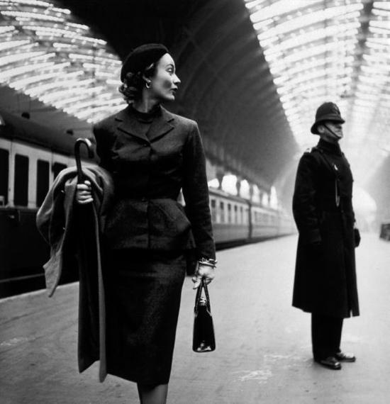Lisa Fonssagrives at Paddington Station, London, 1951