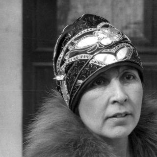 A very fancy 1920s cloche hat