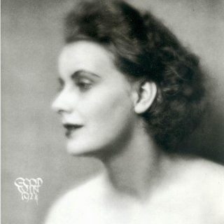 Greta Garbo before she was told to 'lose weight and get her teeth fixed'