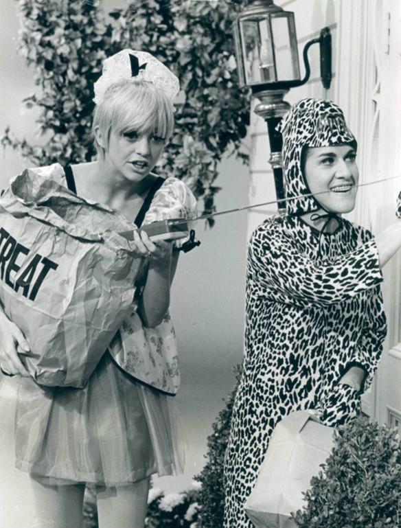 Goldie Hawn trick or treating