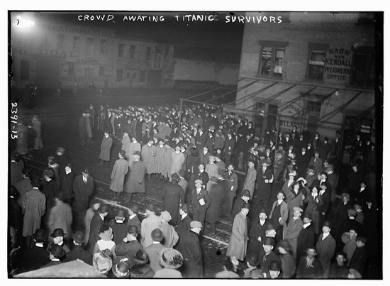 Crowds waiting for Titanic survivors to be brought on the Carpathia