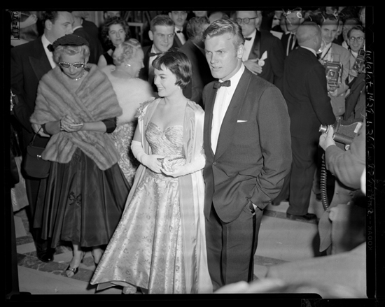 Natalie_Wood_and_Tab_Hunter_arriving_at_the_28th_Academy_Awards_1956