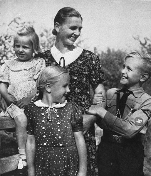 How Hitler Influenced 1940s Fashion     We Heart Vintage blog  retro     1940s Germany Fashions