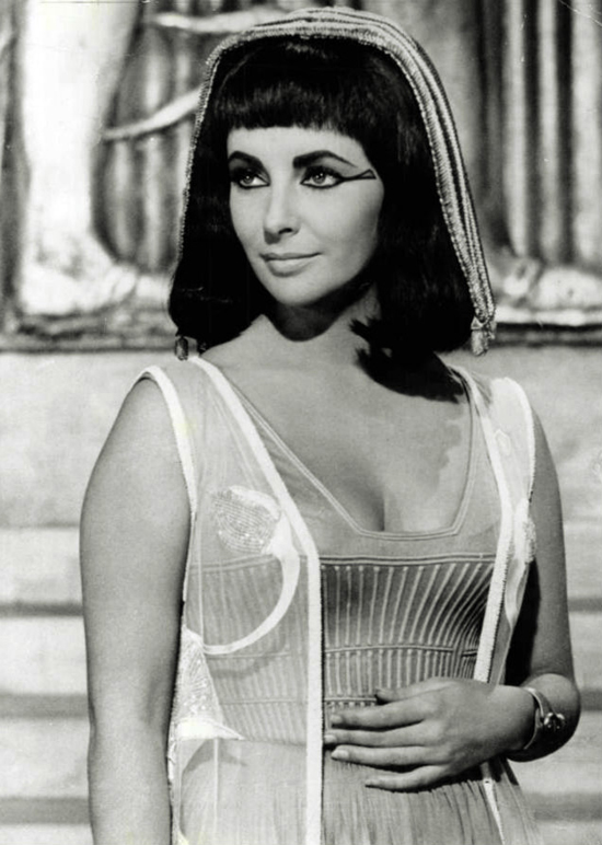 Fashion Inspiration Liz Taylor As Cleopatra We Heart Vintage Blog Retro Fashion Cinema And Photography