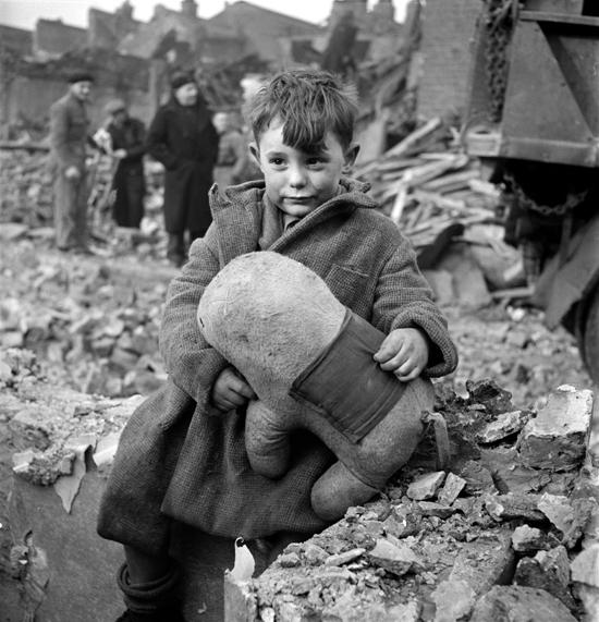 Blitz abandoned boy WW2