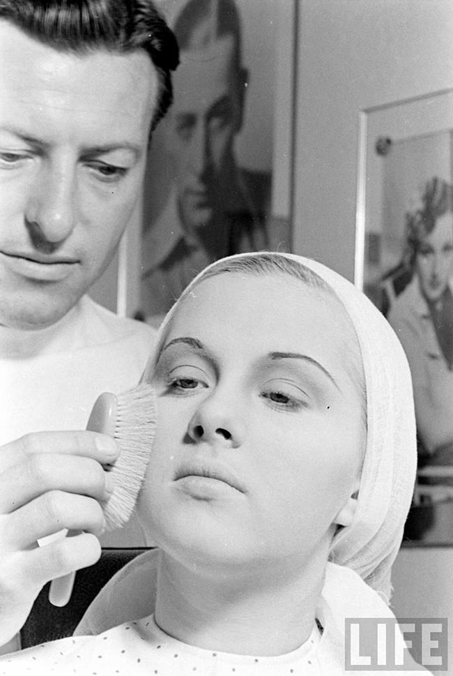 An Original 1940s Make-Up Tutorial