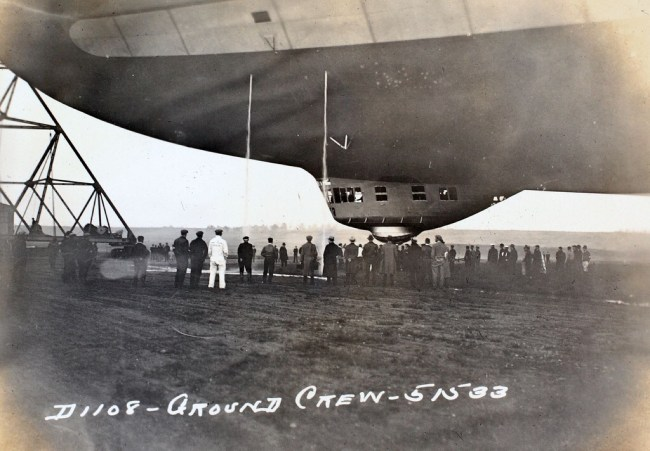 Airship ground crew