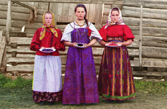 Russian girls, being raised right, 1909