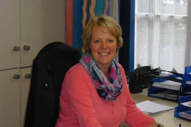 Büroleiterin: Frau Immich