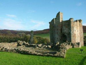 Edlingham_Castle_-_Northumberland_-_England_-_2004-10-31