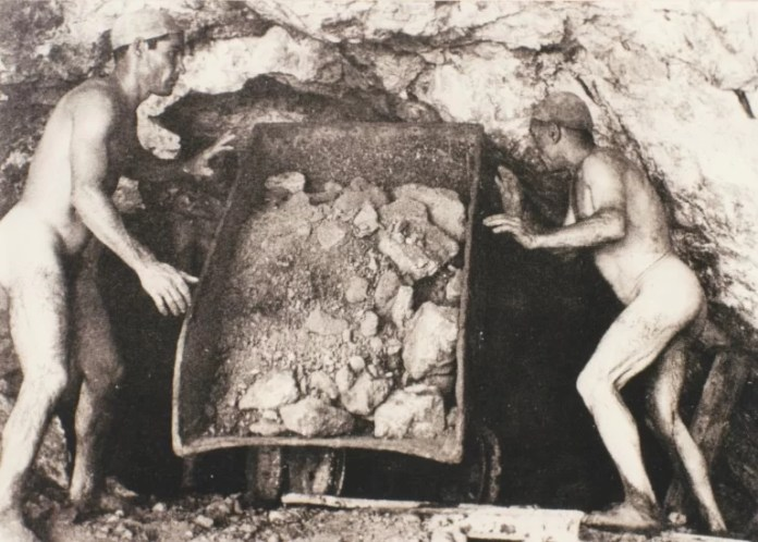 carusi-naked-miners-002