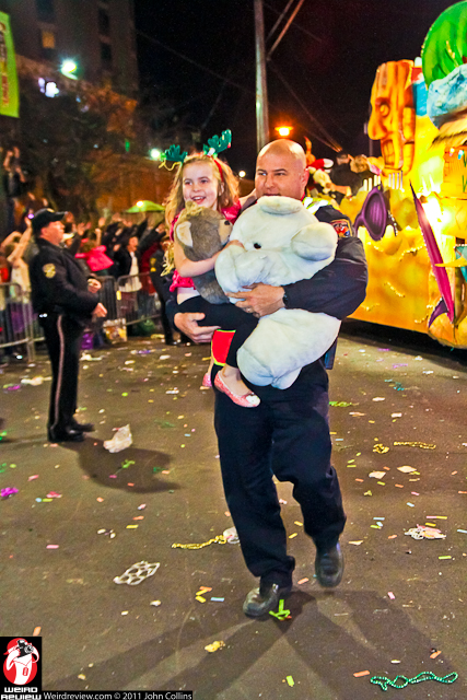 A kind fireman carried this cutie to catch a throw from a masker on the final stretch