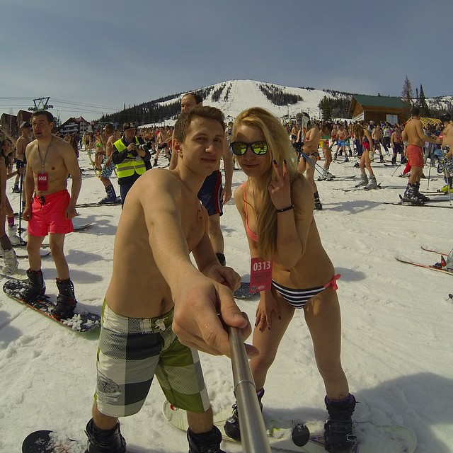 swimwear_parade_on_skis4