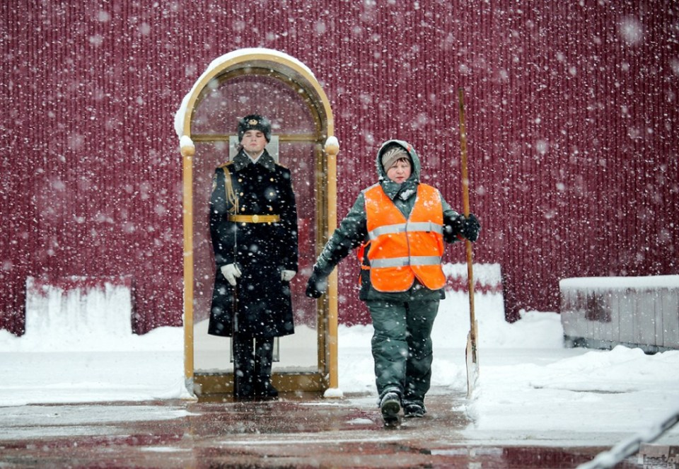 """""""Changing of the Guard"""" At the """"Tomb of the Unknown Soldier"""" in the Alexander Garden in Moscow. Photo by Sergey Romashov"""