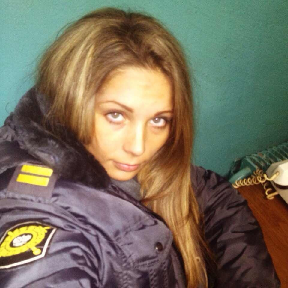 female-cops32