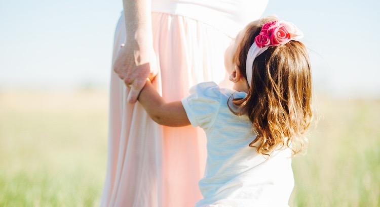 Kinder leben das Leben so ehrlich, einfach und fröhlich. Da fragt man sich schon mal, wer denn die eigentlichen Vorbilder sind. - Esragül Schönast
