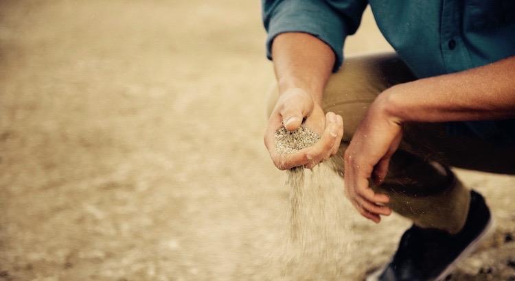 Zwei Dinge machen einen Menschen aus. Seine Geduld, wenn er nichts hat und sein Benehmen, wenn er alles hat.