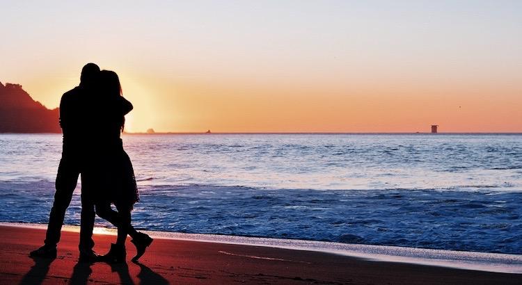 Alle Schätze der Welt wiegen das Glück nicht auf, geliebt zu werden. - Pedro Calderón de la Barca