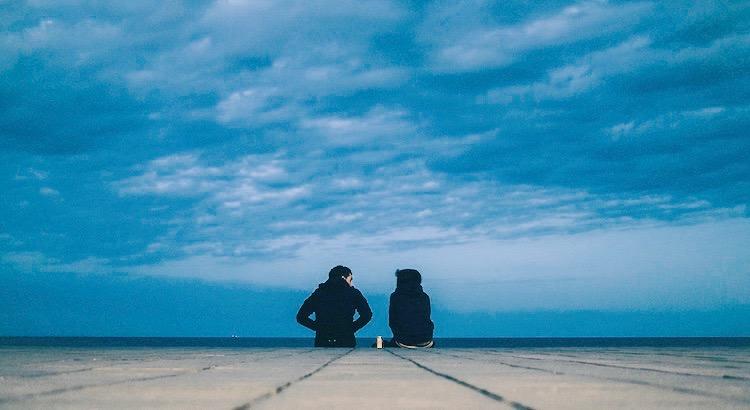 Glück bedeutet nicht, alles zu bekommen, was man will, sondern die Menschen zu haben, die man braucht. Die deine Fehler verzeihen, deine Tränen verstehen, ihr Lächeln mit dir teilen und dir, wenn du sie brauchst, zur Seite stehen. - Unbekannt