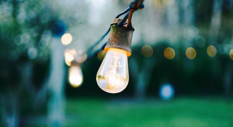 Wieder aufstehen, wenn man fällt, loslassen, wenn es nicht mehr geht, mutig sein, wenn man zweifelt und die Probleme werden erblassenund das Lebenin einem neuen Licht erscheinen lassen.- Esragül Schönast
