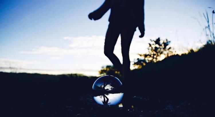Manchmal ist die Art, wie wir handeln, auch nur ein Spiegel unserer Wunden. |