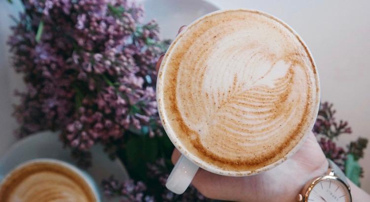 Hinter jeder erfolgreichen Frau steht eine beeindruckende Menge Kaffee. - Stephanie Piro